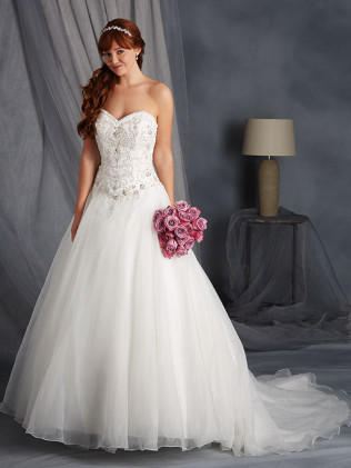 Alfred Angelo #2450A (SEMI-CATHEDRAL TRAIN)